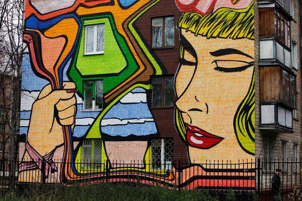 Граффити на стене дома в Москве