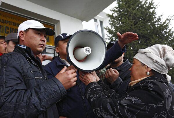 Столкновения сторонников К. Бакиева и оппозиции прошли в киргизском городе Ош