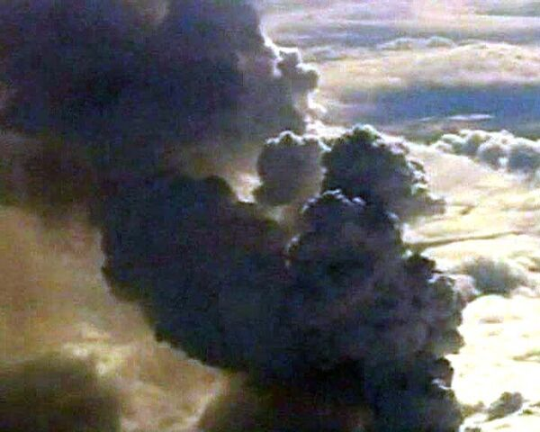 Облако вулканического пепла не дает летать самолетам над Европой