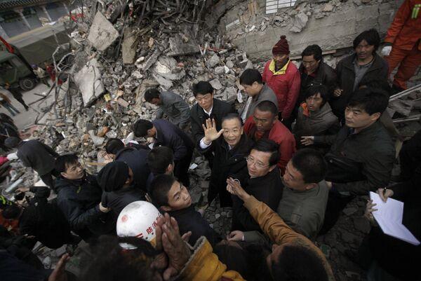 Премьер госсовета КНР Вэнь Цзябао прибыл в провинцию Цинхай, пострадавшую от землетрясения