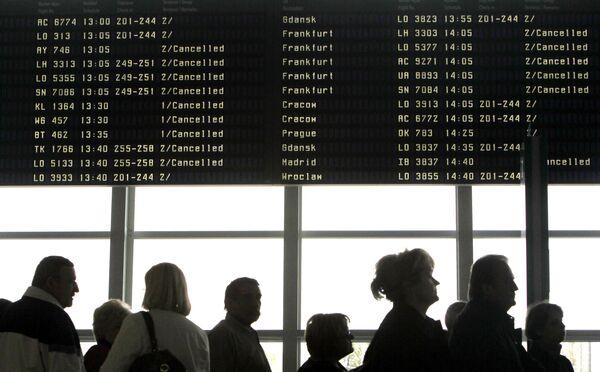 Пассажиры ожидают вылета в аэропорту