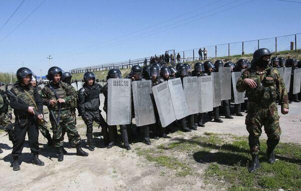 Полицейские отряды на окраине Бишкека