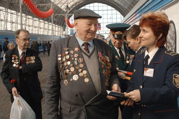 Ветераны на вокзале. Архив