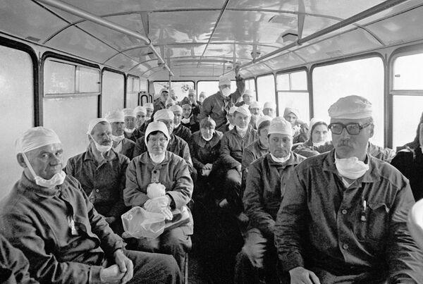 Доставка рабочих на Чернобыльскую АЭС. Архив