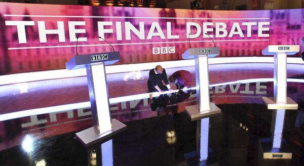 Заключительные приготовления к третьему туру предвыборных дебатов в Великобритании