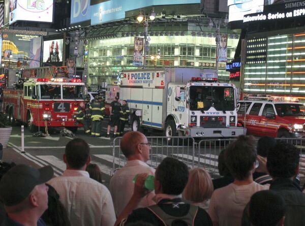 Полиция Нью-Йорка эвакуировала людей с Таймс-сквер из-за возгорания подозрительного автомобиля