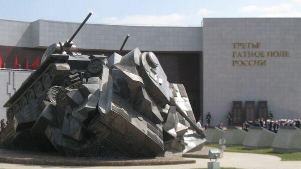 Скульптурная композиция у музея Третье ратное поле России