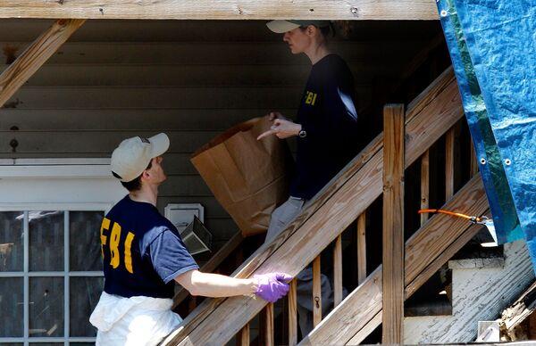 Сотрудники ФБР проводят обыск в доме Фейсала Шахзада