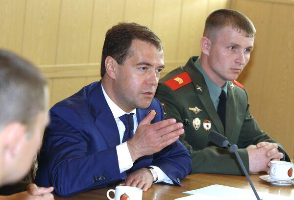Президент РФ Д.Медведев посетил Таманскую мотострелковую бригаду в Алабино
