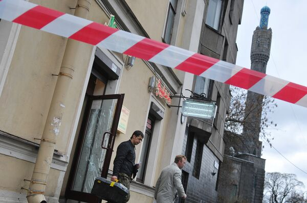 В Санкт-Петербурге злоумышленники бросили гранту в мусульманский магазин