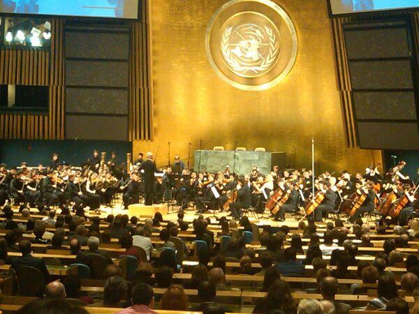 Концерт Молодежного оркестра СНГ под управлением Владимира Спивакова в зале Генеральной ассамблеи ООН в честь 65-летия Победы.