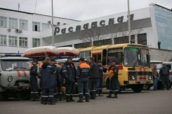 Спасатели МЧС прибыли место аварии на шахте Распадская в Кемеровской области