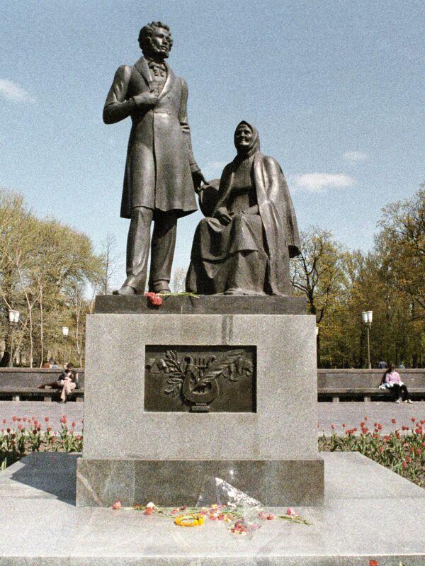 Памятник русскому поэту А. С. Пушкину