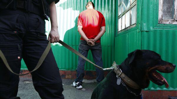 Работа наркополицейских. Архивное фото