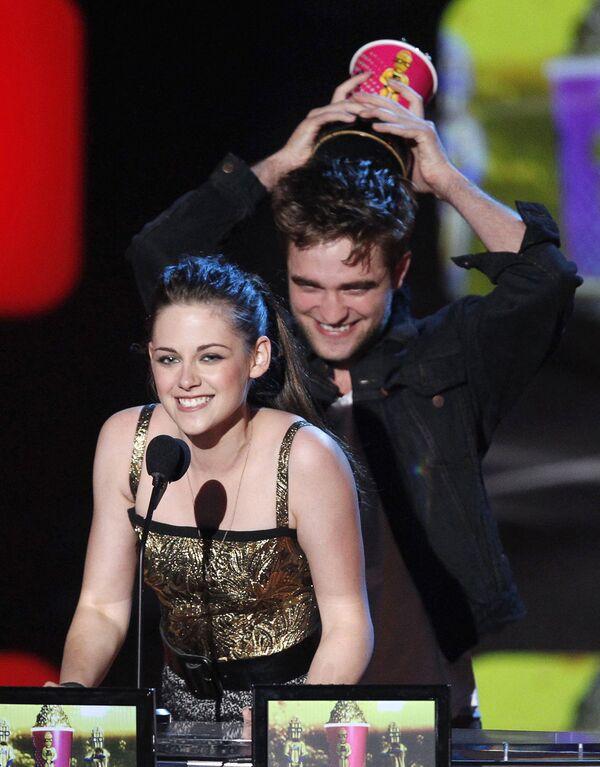 Роберт Паттисон и Кристен Стюарт на церемонии MTV Movie Awards 2010
