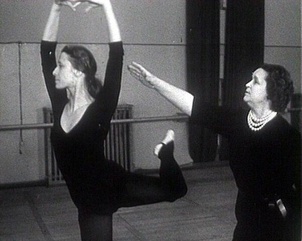 Марина Семенова на репетиции с Майей Плисецкой. Архивное видео