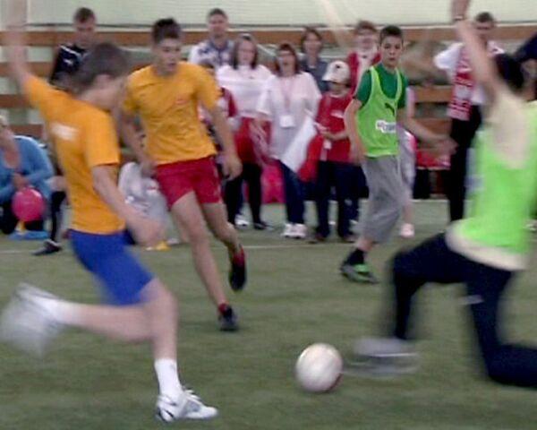 Дети отметили победу над раком игрой в футбол и шахматы