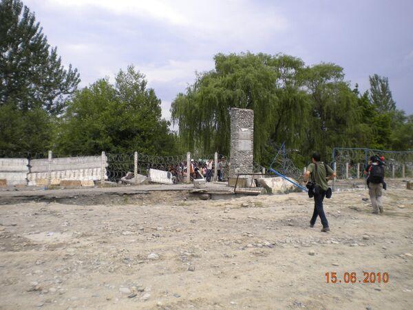 Переход беженцев на узбекско-киргизской границе