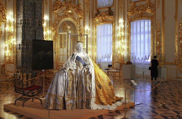 Что мы знаем о царице Елизавете Петровне (1709-1761), дочери великого реформатора, распахнувшего окно в Европу? В промежутках между балами дочь Петра принимала эпохальные решения.