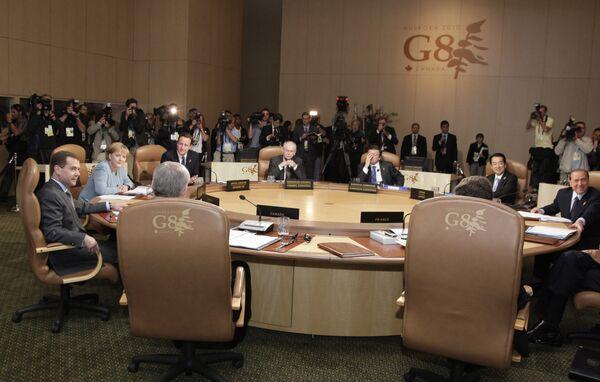 Президент РФ Д.Медведев во второй день саммита G8 в Канаде