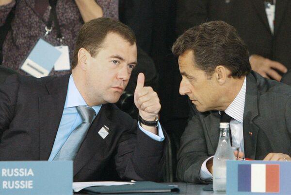 Дмитрий Медведев и Николя Саркози на саммите G20 в Торонто