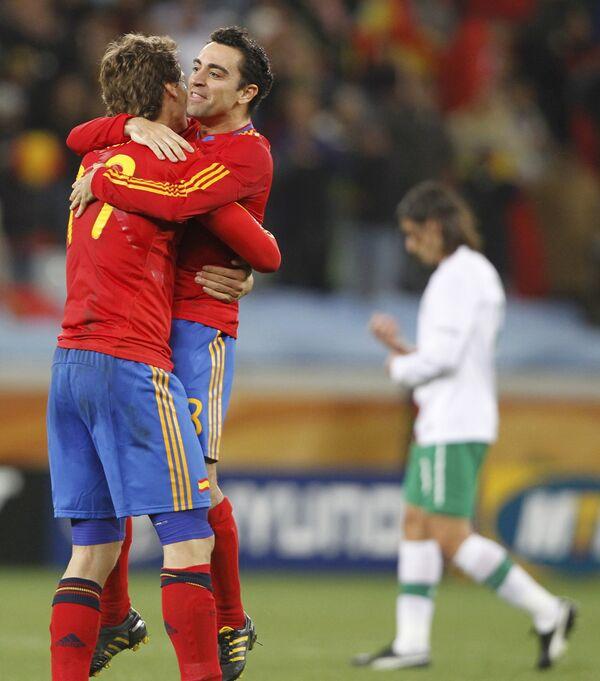 Игровой момент матча Испания-Португалия на Чемпионате Мира по футболу 2010