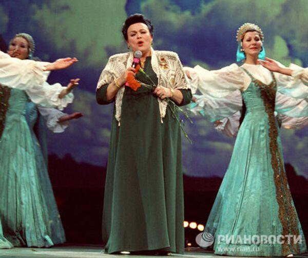 Поет народная артистка ССР Людмила Зыкина