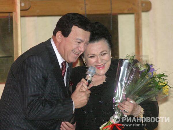 Л.Зыкина и И.Кобзон на церемонии вручения знака ордена Александра Невского
