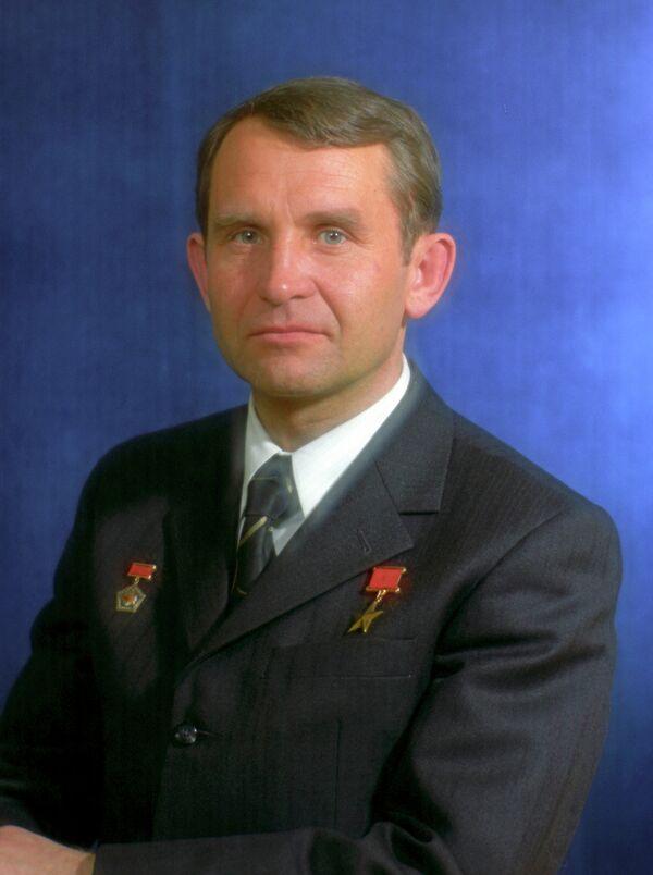 Летчик-космонавт Олег Макаров