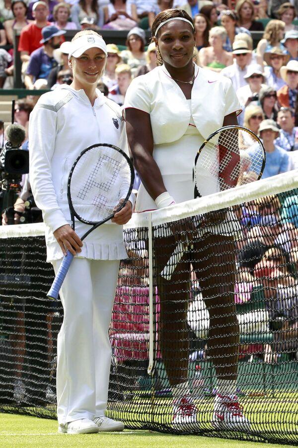 Вера Звонарева и Серена Уильямс перед началом финала Уимблдона-2010