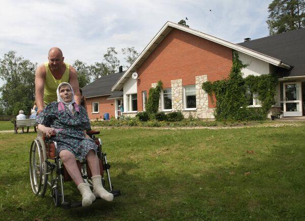 Вернувшаяся из Финляндии пожилая россиянка Ирина Антонова переведена в соцучреждение