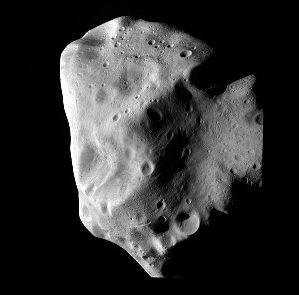 Снимок астероида Лютеция, сделанный зондом Розетта с близкого расстояния