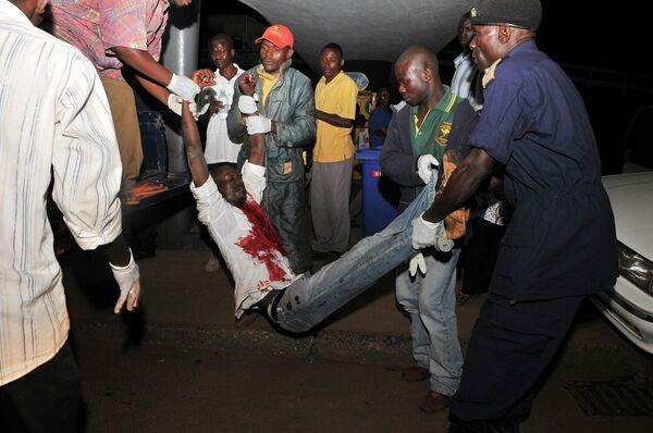 Пострадавший при взрыве в Уганде 12 июля 2010