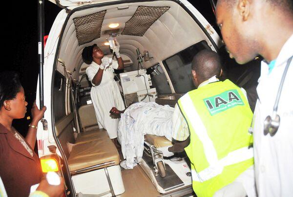 Помощь пострадавшим при взрыве в Уганде 12 июля 2010 года
