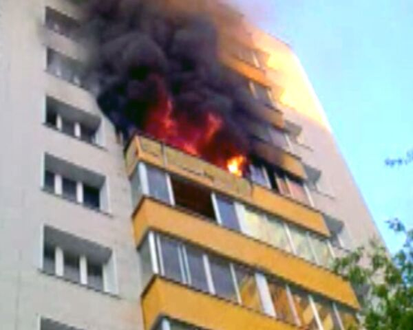 Пожар в многоэтажном доме на западе Москвы. Видео с места ЧП