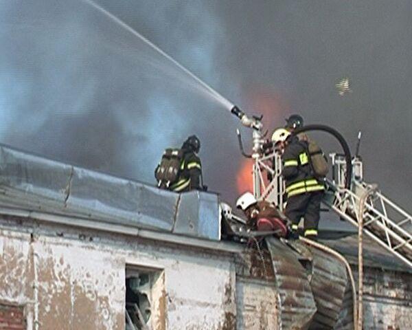 Пожар в дореволюционных складах на северо-востоке Москвы. Видео с места ЧП