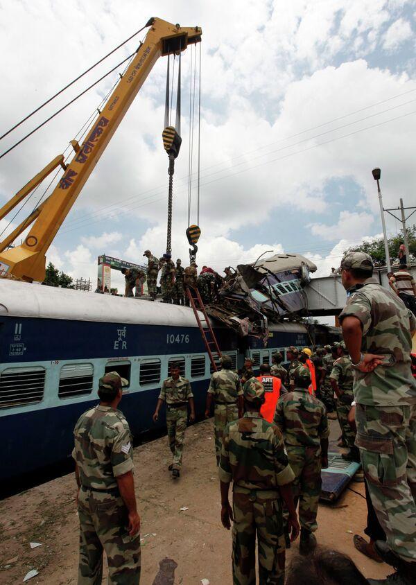 Два поезда столкнулись на востоке Индии