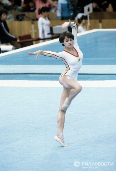 Выступление румынской гимнастки Нади Комэнеч