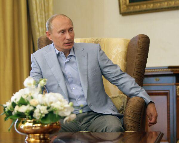 Премьер-министр РФ Владимир Путин во время визита на Украину