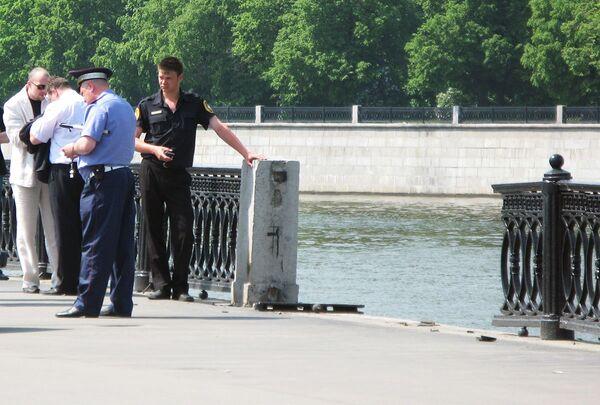 Автомобиль пробил ограждение и упал в реку. Архив