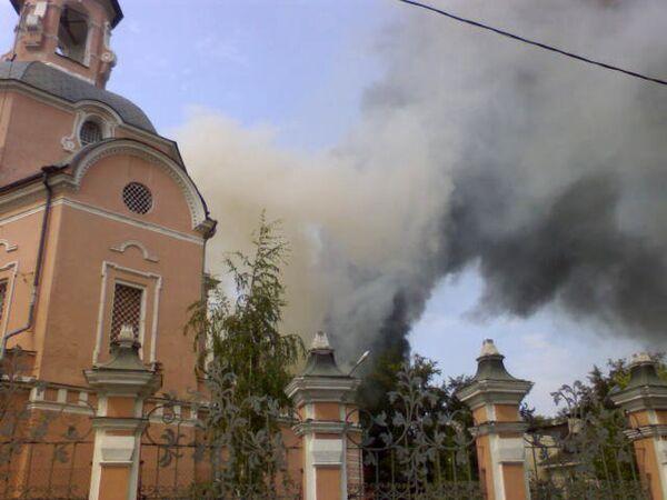В Москве горит церковь Петра и Павла