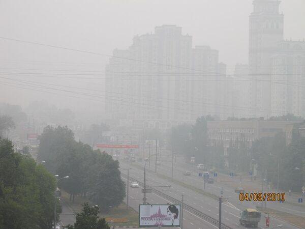 Смог на Ломоносовском проспекте 4 августа 2010 г.