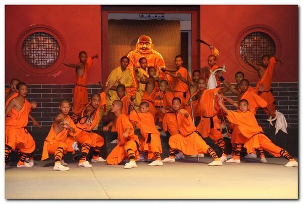 Представление в Шаолиньском монастыре
