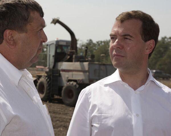 Медведев и фермеры придумали, как справиться с последствиями засухи