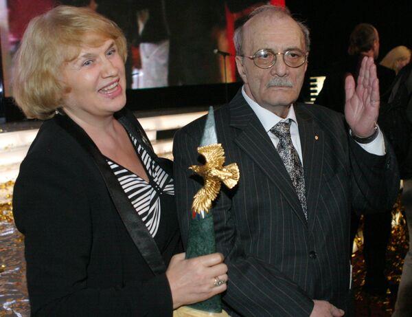 Г.Данелия с супругой