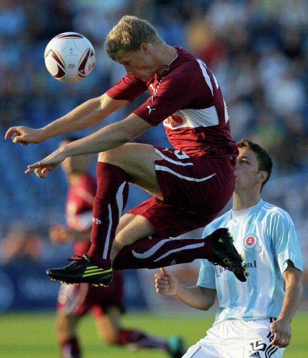 Игровой момент матча Слован - Штутгарт