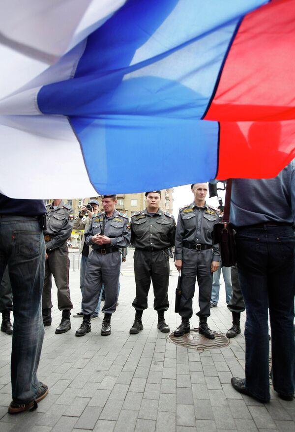 ОМОН не позволил оппозиции превратить митинг в Москве в шествие