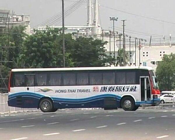 Уволенный полицейский захватил автобус с туристами