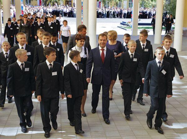 Президент РФ Д.Медведев посетил Оренбургское президентское кадетское училище