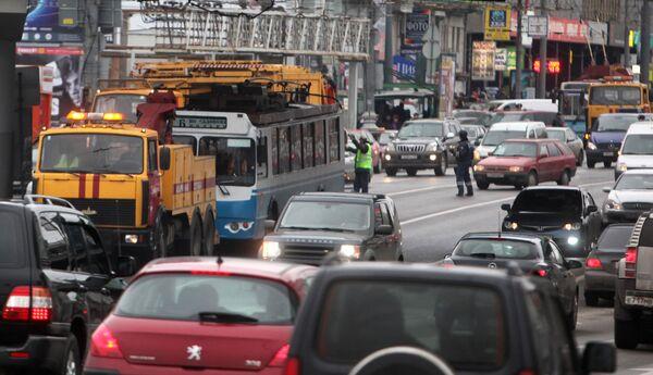 Автомобильная пробка в Москве. Архив